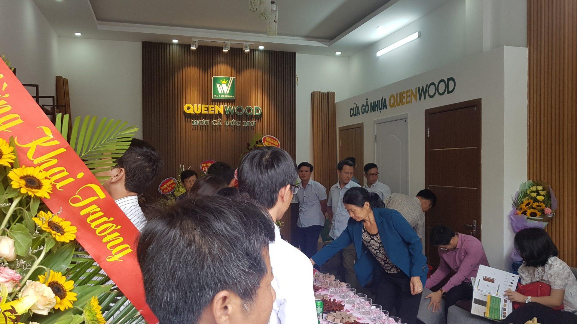 Khai truong showroom queen wood