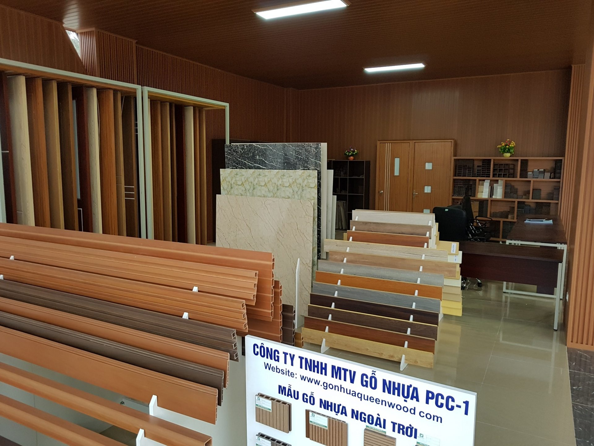 hinh anh showroom queen wood